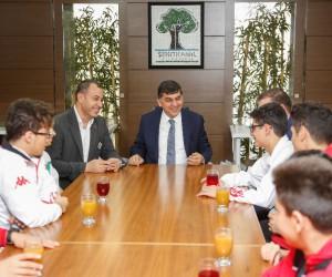 Belediye Başkanı Rıdvan Fadıloğlu, milli sporcuları ağırladı