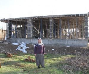 Kayyum atanan Bismil Belediyesinden dar gelirli 3 aileye ev