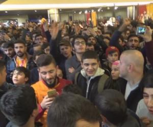 Galatasaraylı Garry Rodrigues'in imza gününde izdiham çıktı