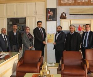 Menderes Karaduman'a onursal başkanlık görevi