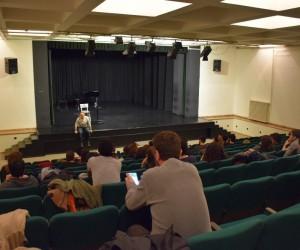 Ödüllü oyuncu Tansu Biçer öğrencilerle bir araya geldi