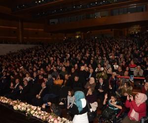Duayen sanatçıya konserde kabak sürprizi