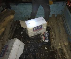 Odun yüklü kamyonette 24 bin paket kaçak sigara çıktı