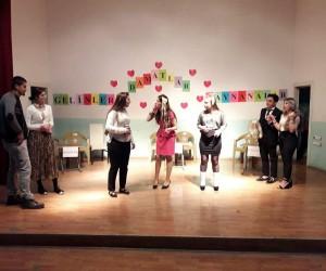 Şaphane'de 'gelinler, damatlar, kaynanalar ve tasarruf' konulu tiyatro oyunu
