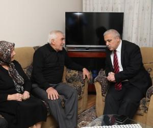 Vali Güvençer'den Başkan Şirin'in babasına 'geçmiş olsun' ziyareti