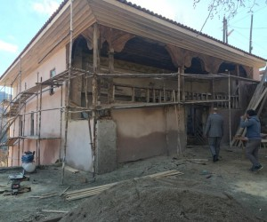 Demirci'de tarihi camide hassas çalışma