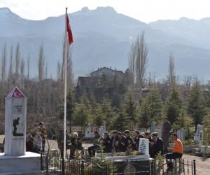 El-Bab şehidi Okan Altıparmak mezarı başında anıldı