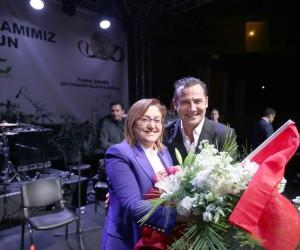 Gaziantepliler kurtuluş gününü Ferhat Göçer'le kutladı