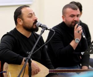 AİÇÜ öğrencileri Doğubayazıt'ta öğrencilere konser verdi