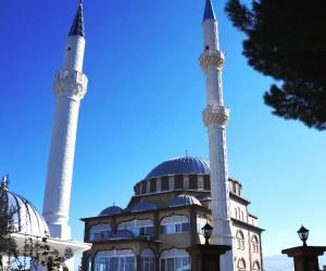 Camisi yıkıldı minaresine dokunulmadı