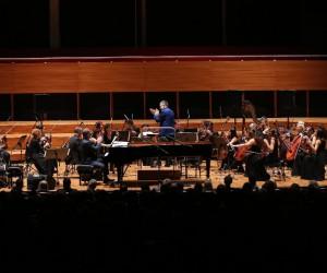 Kerem Görsev'den müzik ziyafeti