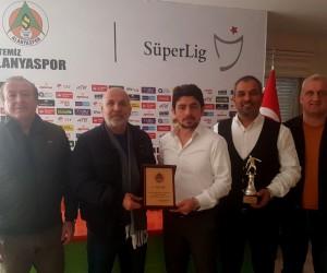 Alanyaspor, sportif direktör Taner Savut ile yollarını ayırdı