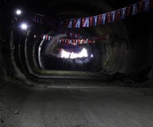 İlk ışık görünen Mevlana Tüneli'ni yürüyerek geçtiler