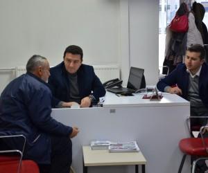 Başkan Bakıcı vatandaşları AK Masa'da karşılayarak dertlerine derman oluyor
