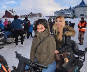 (Özel Haber) Uludağ'da Arap turistlerin karda safari izdihamı