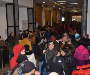Uludağ'a akın eden tatilciler kar sürprizi ile karşılaştı