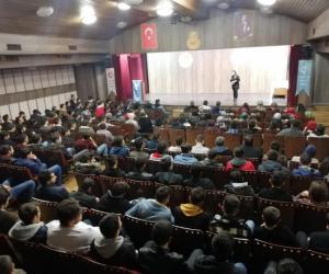 Tarihçi Irmak Akçay öğrenciler ile bir araya geldi