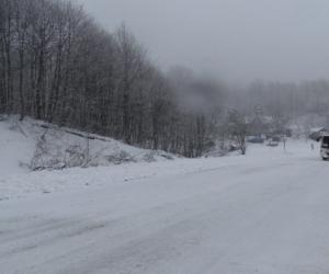 İnegöl-Domaniç arası kar yağışı etkisini arttırdı