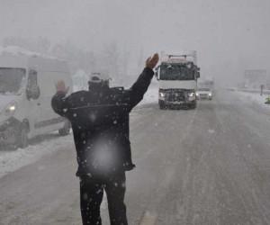 Mezitlerde kar yağışı başladı