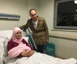 2018'in ilk bebeğini Bakan Fatma Betül Sayan Kaya ziyaret etti