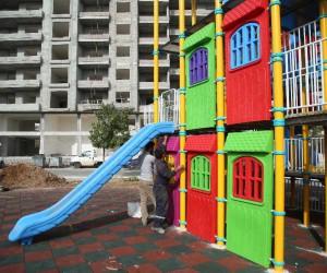 Erdemli Belediyesi'nden çocuklar için kule park