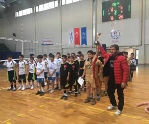 Mini Voleybol Turnuvasının şampiyonu Yavuz Selim Ortaokulu oldu