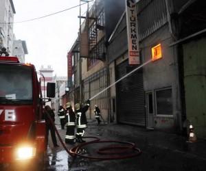 Kayseri'de baza ve yatak imalathanesinde yangın
