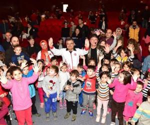Çocuklar ''Kukla Show'' ile gönüllerince eğlendi