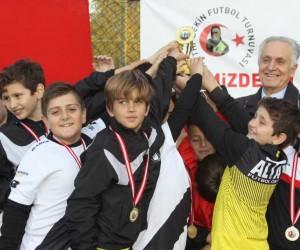 Geleceğin futbolcuları, Fethi Sekin için top oynadı