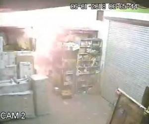 Mobilya deposundaki yangının güvenlik kamera kayıtları ortaya çıktı