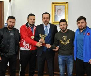 Şampiyonlardan Rektör Bircan'a ziyaret