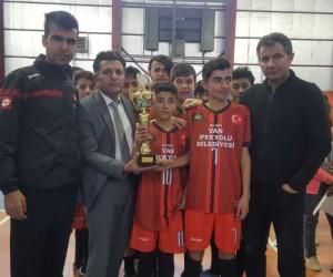 Fevzi Geyik Ortaokulu'nun futsal başarısı