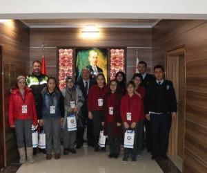 Karaman'da 15 öğrenci ile 1 veliye okul geçidi görevlisi belgesi verildi