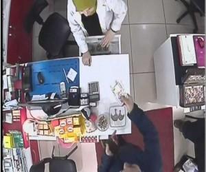 Dolandırıcılar bu defa eczaneyi hedef aldı, o anlar güvenlik kamerasına yansıdı
