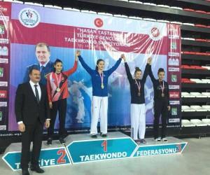 Nisa Özkaya, Türkiye üçüncüsü