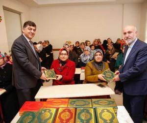 Belediye Başkanı Rıdvan Fadıloğlu'ndan kursiyerlere anlamlı hediye