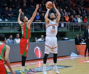 Banvit, Türkiye Kupası yolunda Pınar Karşıyaka'yı farklı geçti