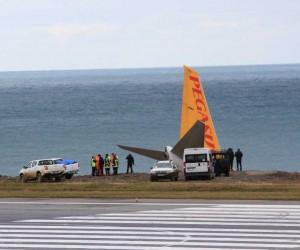 Sigorta yetkilileri Pegasus Havayolları uçağının pistten çıktığı alanda incelemelerde bulunuyor