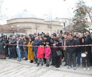 Trabzonlular 1 ton ücretsiz hamsi dağıttı