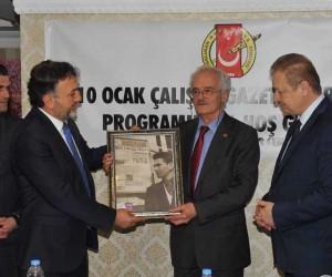 Duayen gazeteci Hikmet Aksoy'u duygulandıran ödül