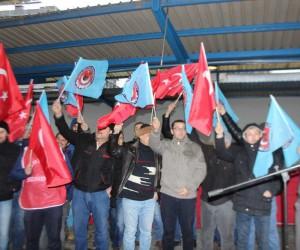 Türk Metal Sendika üyesi işçilerin protesto eylemi