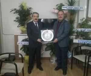 Başkan Karaduman'a plaket