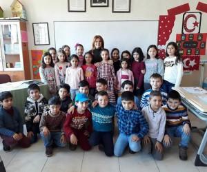 Malhun Hatun İlkokulu öğrencilerin karne sevinci