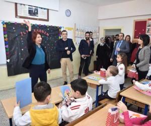 Başkan Handan Toprak Benli, öğrencilere karnelerini verdi