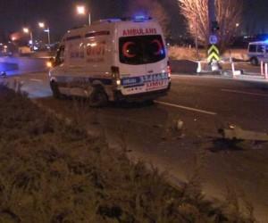 Yol ortasında duran otomobil, zincirleme kazaya neden oldu