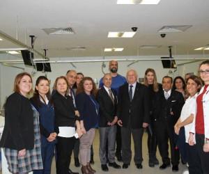 Maraton koştular, aldıkları diyaliz cihazlarını Bakırköy Dr. Sadi Konuk Eğitim ve Araştırma Hastanesi'ne bağışladılar