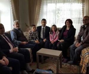 Hikaye yarışması birincisi Rumeysa, Kaymakam Girgin'i evinde ağırladı