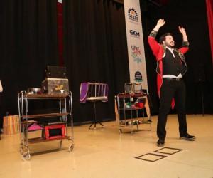 Gebzeli çocuklara Karne Şenliği'nde sihirbazlık gösterisi