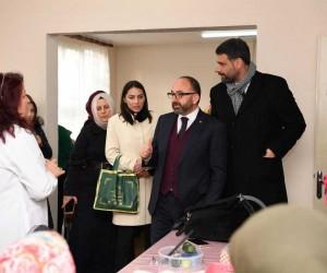 Başkan Üzülmez Suadiye KAR-MEK'i ziyaret etti