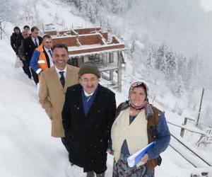 Eren Bülbül'ün mezarının bulunduğu yerde ailesi için yapılan evin yapımı karda kışta devam ediyor